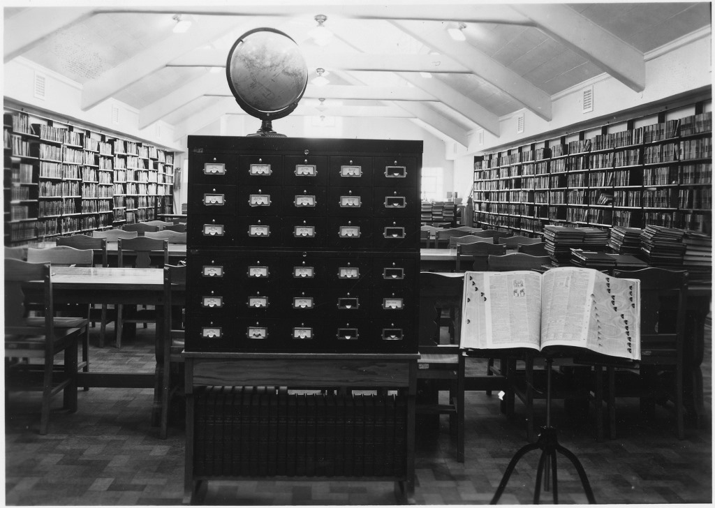 Image of a prison library