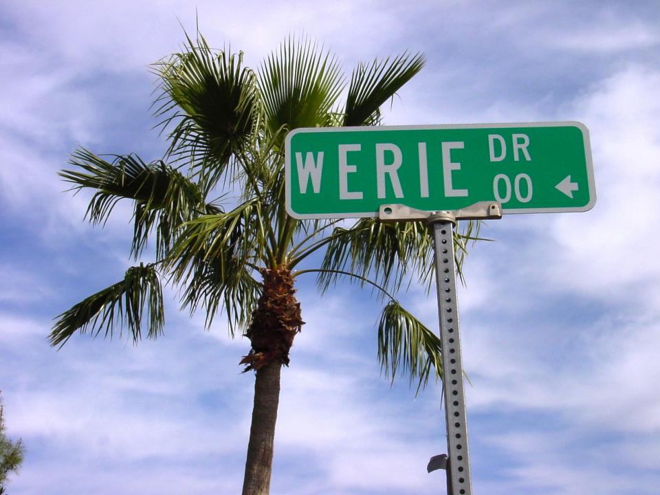 Image of West Erie street sign / Photo by Alberto Rios