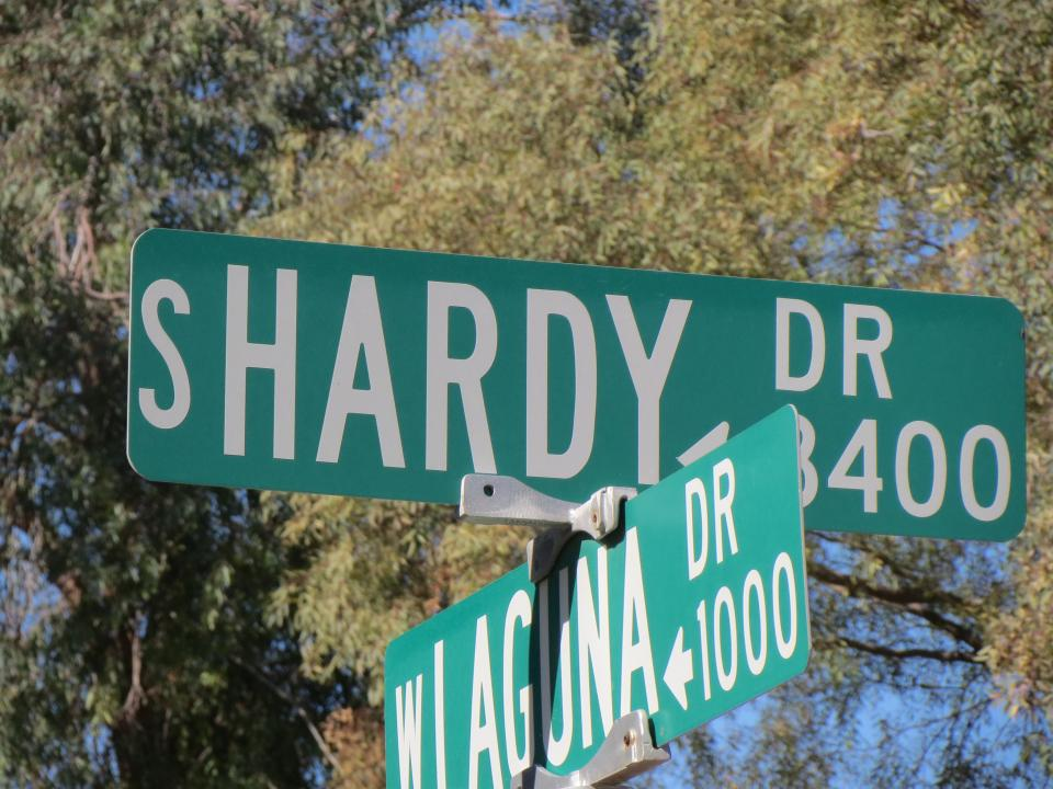 Image of South Hardy street sign / Photo by Alberto Rios