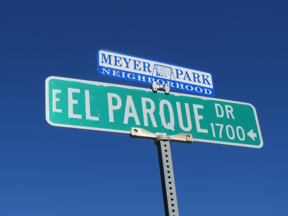Image of East El Parque street sign / Photo by Alberto Rios