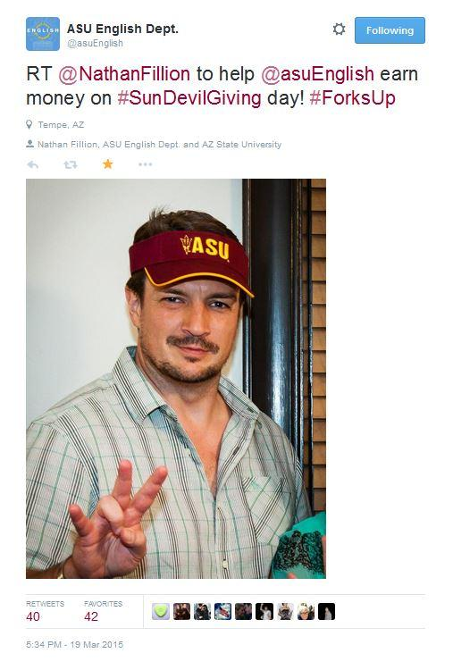 "Nathan Fillion gives ""forks up"" for ASU / Photo by Bruce Matsunaga. Image from ASU English's Twitter account."